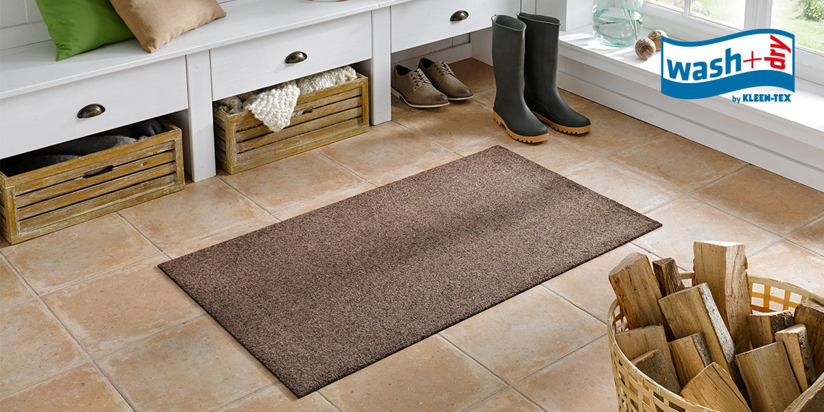 wash+dry Decor mat in brown in front of coat rack